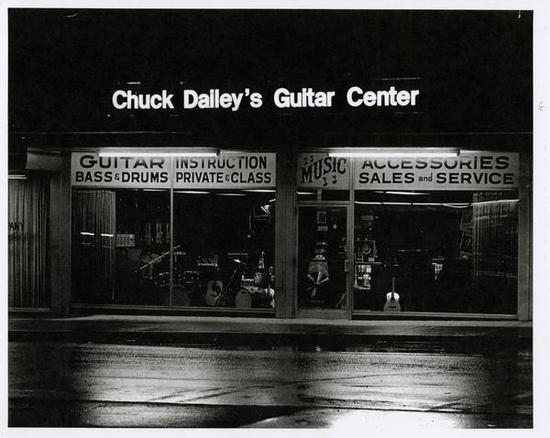 photograph of chuck dailey 39 s guitar center exterior worthington memory. Black Bedroom Furniture Sets. Home Design Ideas